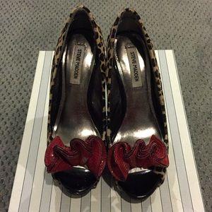 Steve Madden cheetah peep toe heel sz 7